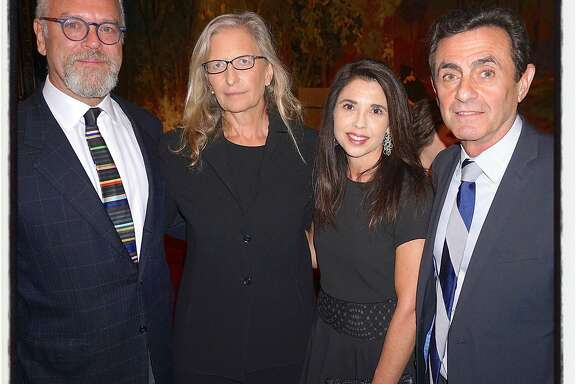 Nion McEvoy (left) with photographer Annie Leibovitz, MAC President Candace Cavanaugh and SFMOMA Director Neal Benezra. Nov 2015.