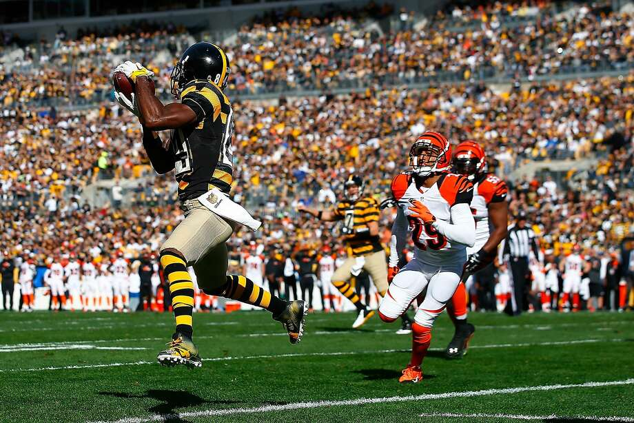 Steelers receiver Antonio Brown has the gift of grab; he is fourth in the NFL with 718 yards. Photo: Jared Wickerham, Getty Images