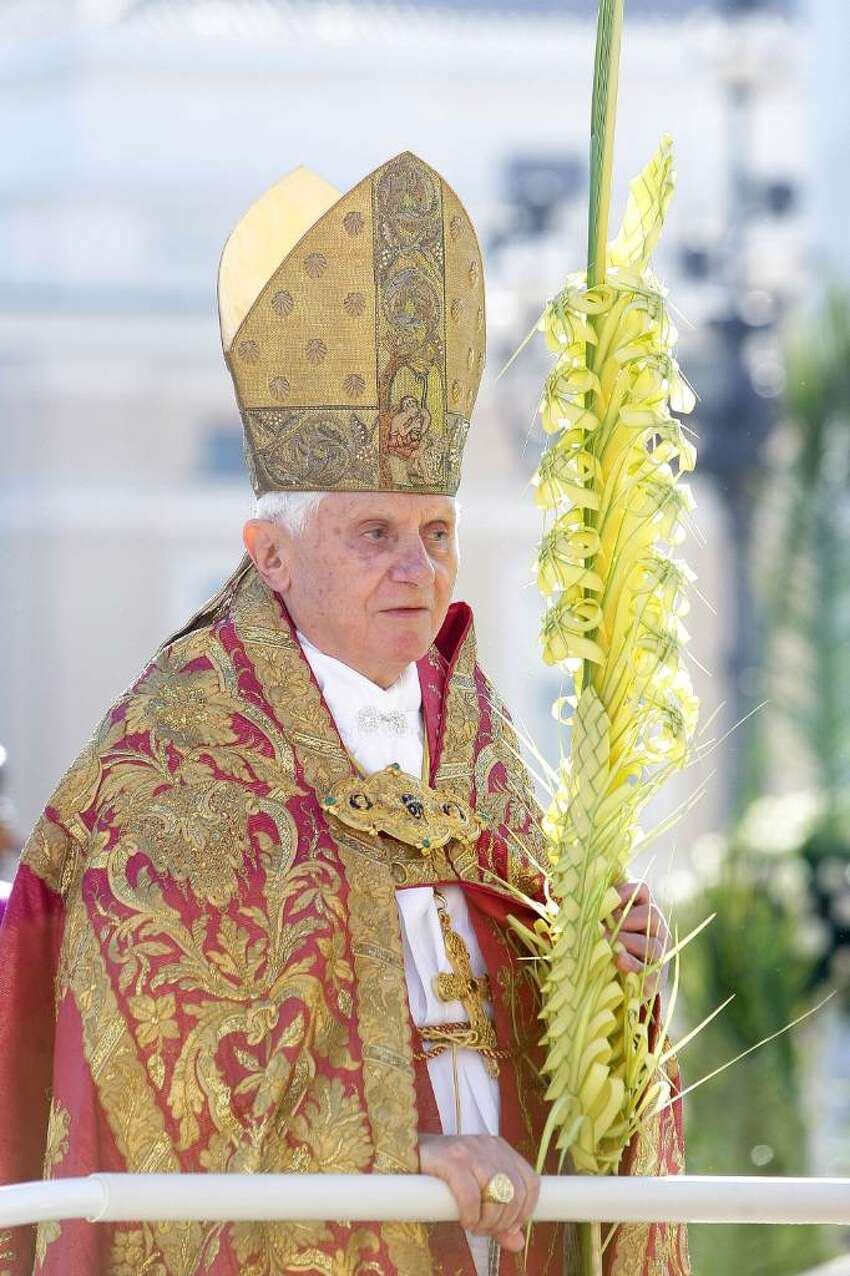 Pope Benedict XVI attends Palm Sunday Mass on March 28, 2010 in Vatican City, Vatican. The Pope is now facing pressure over abuse allegations which involved the German, the American and the Irish Catholic Church. (Photo by Franco Origlia/Getty Images