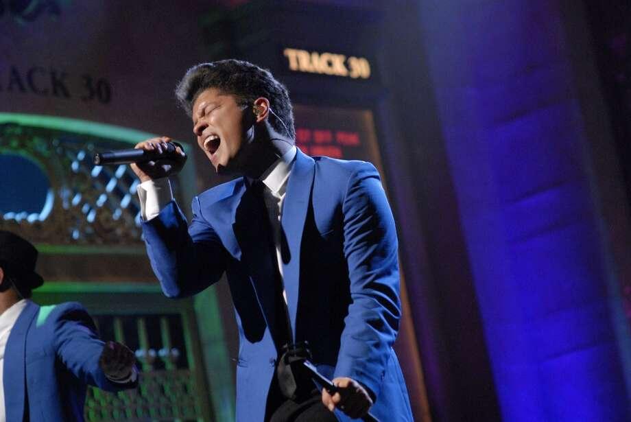 Super Bowl 50 halftime show brings Coldplay, Bruno Mars, Beyonce