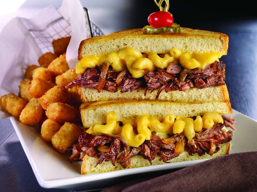 Dave & Buster's short rib and cheesy mac stack: 1,910 calories