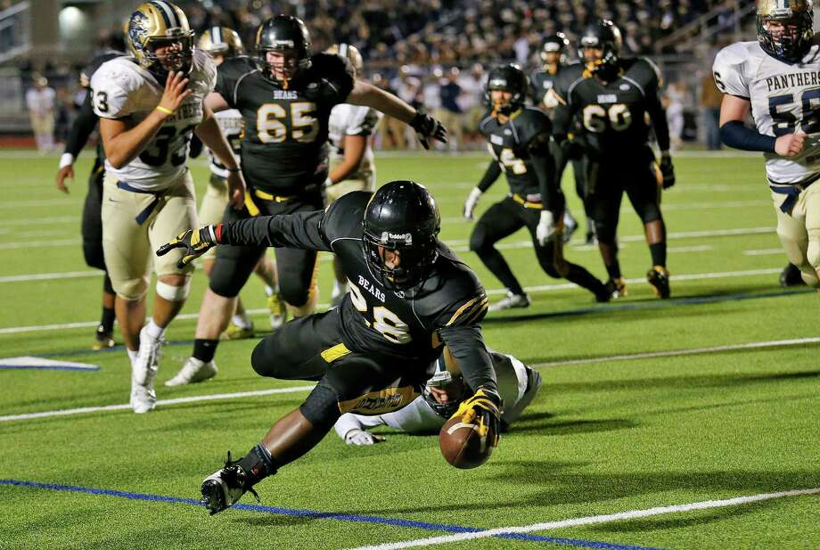Brennan's Jahmyl Jeter (28) dives in for the go-ahead score against O'Connor in the fourth quarter during their game at Gustafson Stadium on Friday, Nov. 6, 2015. (Kin Man Hui/San Antonio Express-News) Photo: Kin Man Hui, Staff / San Antonio Express-News / ©2015 San Antonio Express-News