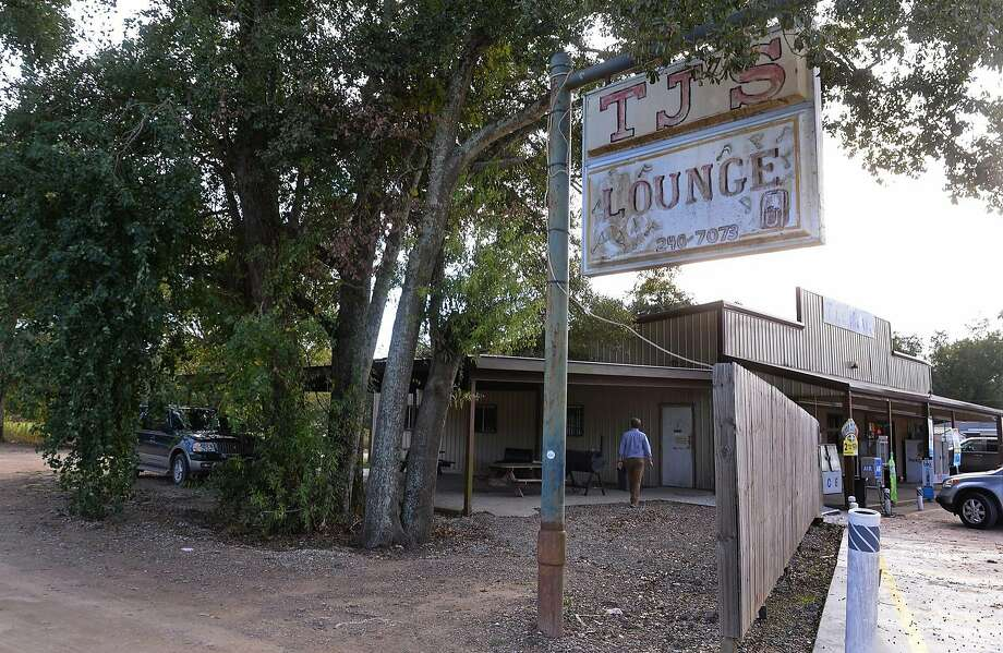 This Wednesday, Nov. 4, 2015 photo shows TJ'S Lounge in Marksville, La. A 6-year-old boy was killed and his father critically wounded after marshals for a central-Louisiana city fired at their vehicle as the father was trying to flee, officials said. (Patrick Dennis/The Baton Rouge Advocate via AP) MAGS OUT; INTERNET OUT; NO SALES; TV OUT; NO FORNS; LOUISIANA BUSINESS INC. OUT (INCLUDING GREATER BATON ROUGE BUSINESS REPORT, 225, 10/12, INREGISTER, LBI CUSTOM); MANDATORY CREDIT Photo: Patrick Dennis, Associated Press