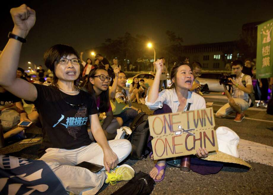 TAIPEI, TAIWAN - NOVEMBER 07:  Protestors demonstrate against the meeting between Taiwan's President Ma Ying-jeou and Chinese President Xi Jinping in Singapore on November 7, 2015 in Taipei, Taiwan. Taiwan's President Ma Ying-jeou met with Chinese President Xi Jinping today in Singapore for the first time in almost seven decades. (Photo by Ashley Pon/Getty Images) Photo: Ashley Pon, Stringer / Getty Images / 2015 Getty Images