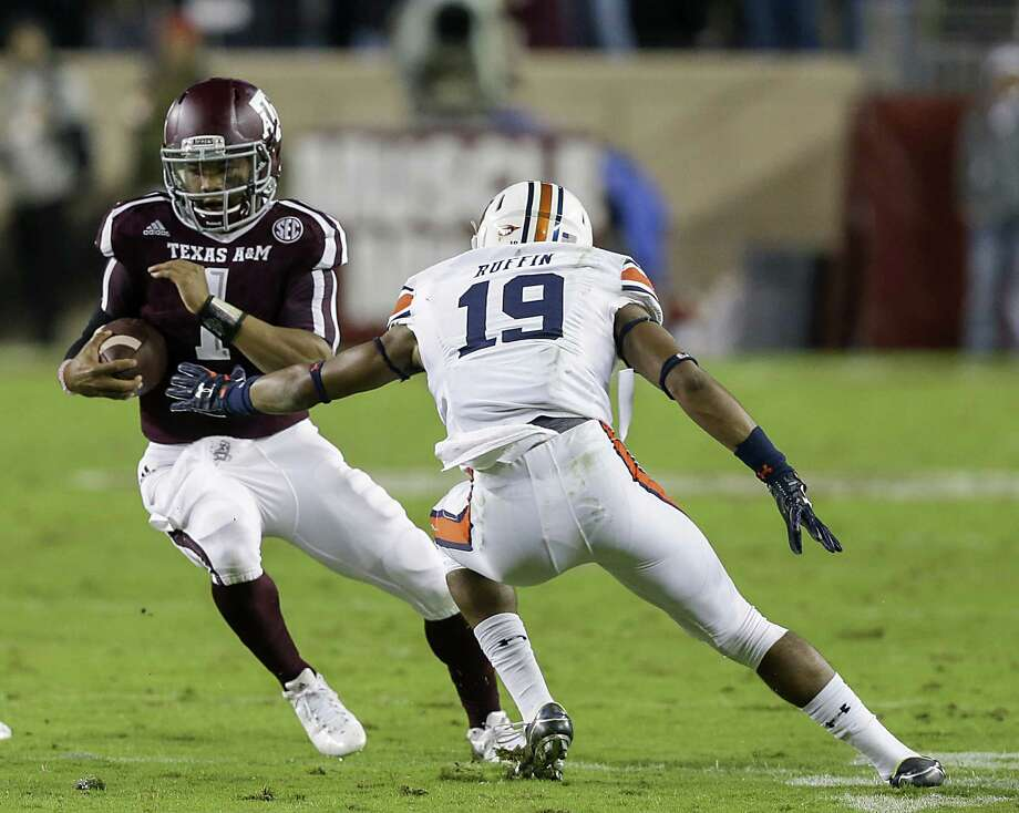 COLLEGE STATION, TX - NOVEMBER 07:  Kyler Murray #1 of the Texas A&M Aggies avoids the tackle attempt by Nick Ruffin #19 of the Auburn Tigers in the first half at Kyle Field on November 7, 2015 in College Station, Texas.  (Photo by Bob Levey/Getty Images) Photo: Bob Levey, Stringer / Getty Images / 2015 Getty Images