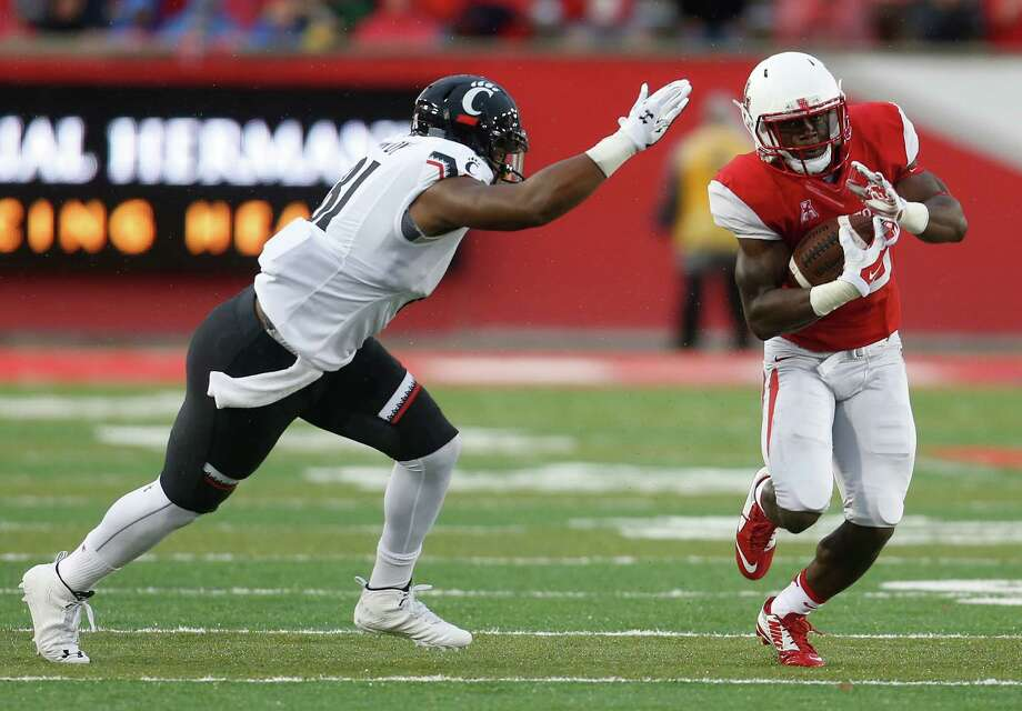 UH gets another big play from its defense as cornerback Brandon Wilson, right, intercepts a pass and brings it back 51 yards for a touchdown in the third quarter. Photo: Karen Warren, Staff / © 2015 Houston Chronicle