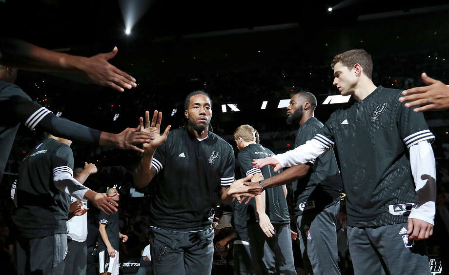 Spurs' Kawhi Leonard is introduced before the preseason game with the against the Pistons on Oct. 18, 2015 at the AT&T Center. Photo: Edward A. Ornelas /San Antonio Express-News / © 2015 San Antonio Express-News