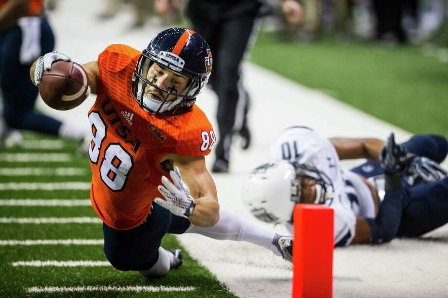 UTSA's Aaron Grubb almost reaches for the touchdown but is called out of bounds during UTSA's game against Old Dominion at the Alamodome in San Antonio on Saturday, November 7, 2015. Photo: Matthew Busch, Photographer / For The San Antonio Express-News / © Matthew Busch 2015
