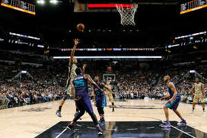 Spurs turn it up in the 3rd, beat Hornets (w/video) - Photo