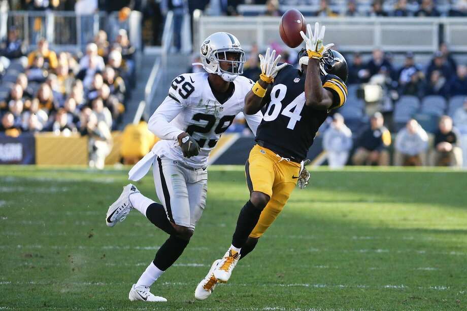 Pittsburgh Steelers wide receiver Antonio Brown (84) makes a catch past Oakland Raiders cornerback David Amerson (29) in the second quarter of an NFL football game , Sunday, Nov. 8, 2015, in Pittsburgh. Photo: Gene J. Puskar, Associated Press