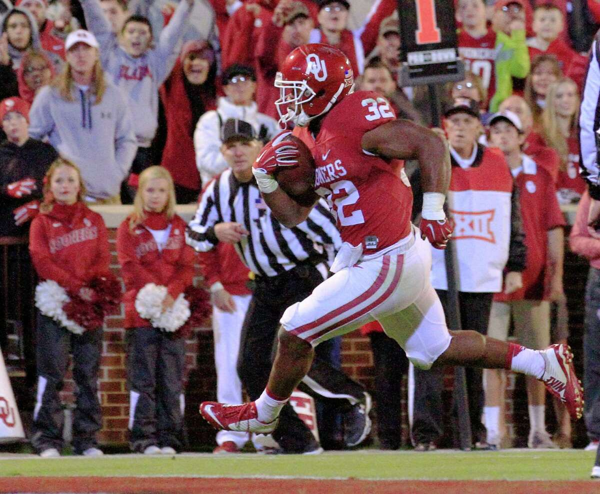 Oklahoma running back Samaje Perine dashes in for a touchdown against Iowa State during the third quarter of an NCAA college football game in Norman, Okla., on Saturday, Nov. 7, 2015. Oklahoma won 52-16. (AP Photo/Alonzo Adams)