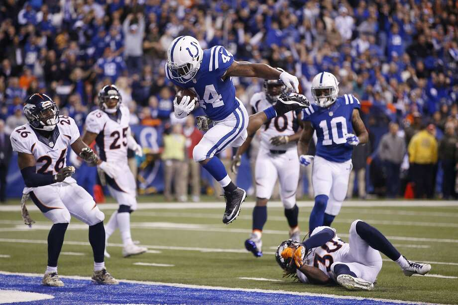 The Colts' Ahmad Bradshaw (44) scored a touchdown on his only reception of the game, an 8-yarder from Andrew Luck in the fourth quarter. Luck threw for 252 yards and two TDs. Photo: Joe Robbins, Getty Images
