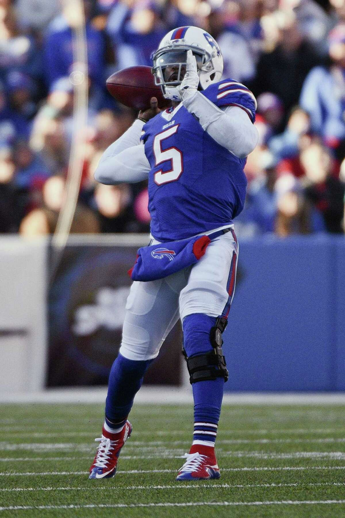 Buffalo Bills quarterback Tyrod Taylor throws a pass to Sammy Watkins for a touchdown during the second half of an NFL football game Sunday, Nov. 8, 2015, in Orchard Park, N.Y. (AP Photo/Gary Wiepert) ORG XMIT: NYFF116