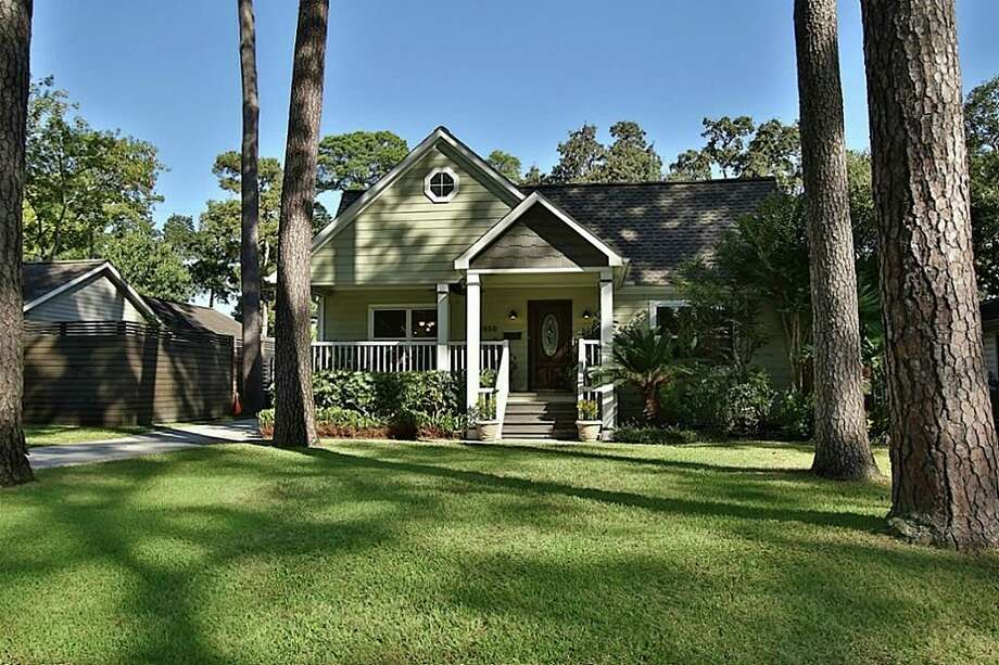 Take a look charming old homes for sale in garden oaks for Garden oaks pool houston