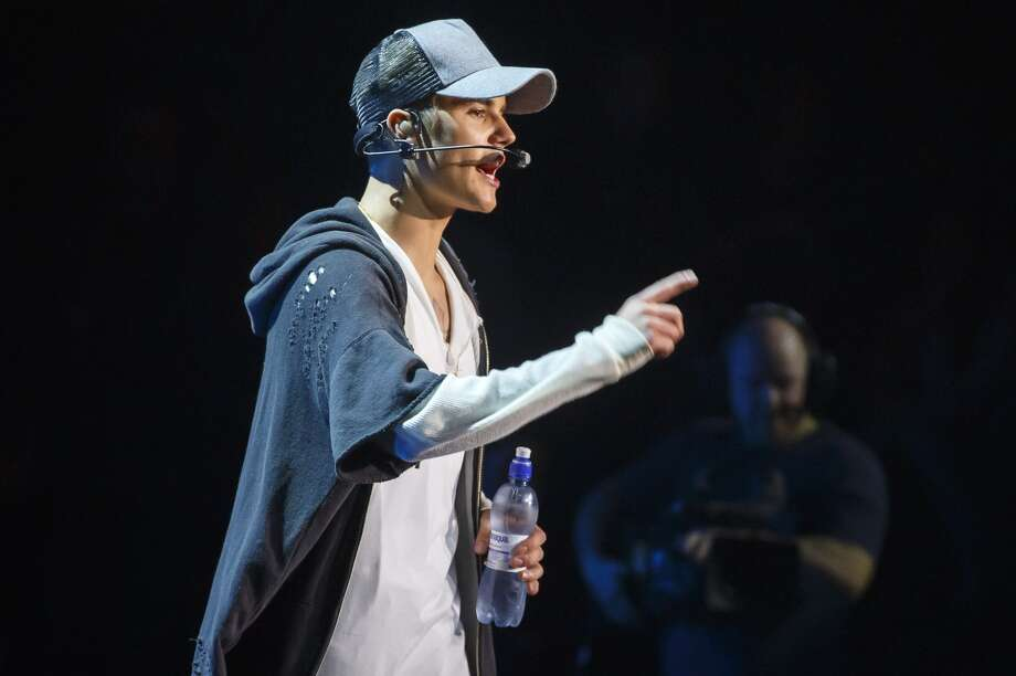 Canadian pop star Justin Bieber on stage during a concert on 29 October, 2015 in Oslo, Norway. (HEIKO JUNGE/AFP/Getty Images)