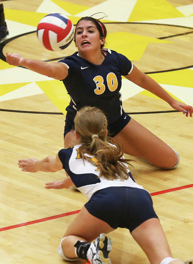 Poth's Madison Caloss (30) struggles on the floor to save a loose ball as Madison defeats Poth 3-1 at Littleton Gym on Sept. 9, 2014. Photo: Tom Reel /San Antonio Express-News / San Antonio Express-News