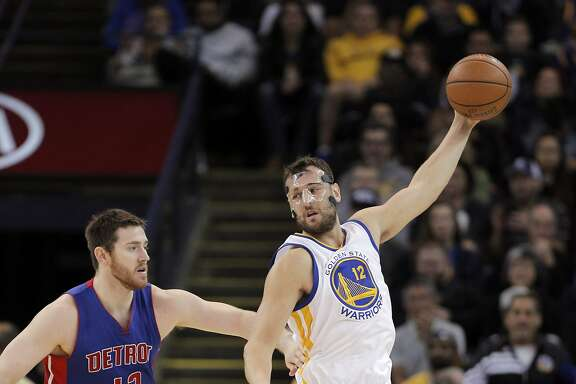 Andrew Bogut (12) gets to a pass in the second half as the Golden State Warriors played the Detroit Pistons at Oracle Arena in Oakland, Calif., on Monday, November 9, 2015.