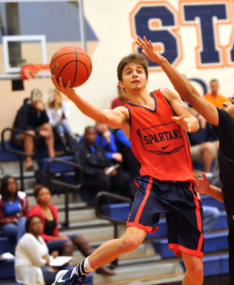 Seven Lakes's Kyle Howard made a strong drive to the basket in a scrimmage last week against Fort Bend Bush. Photo: Eddy Matchette, Freelance / Freelance