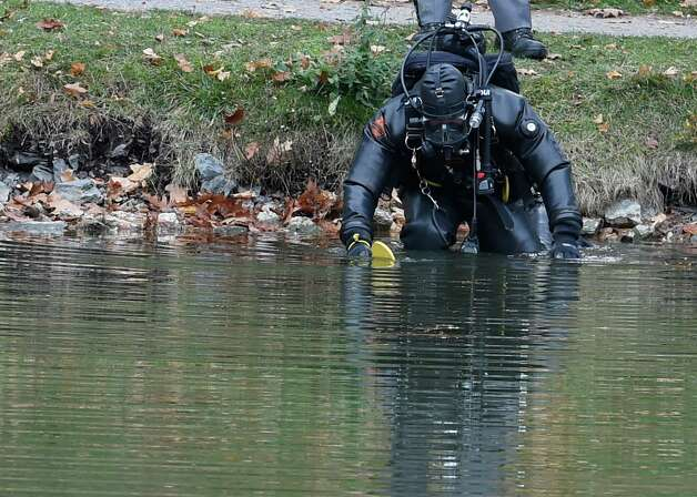 A New York State Police diver searches Washington Park Lake in Albany Tuesday afternoon looking for a knife that may have been used to kill a woman who worked at a Colonie hair salon. Albany, N.Y.  (Skip Dickstein/Times Union) Photo: SKIP DICKSTEIN / 00034179A