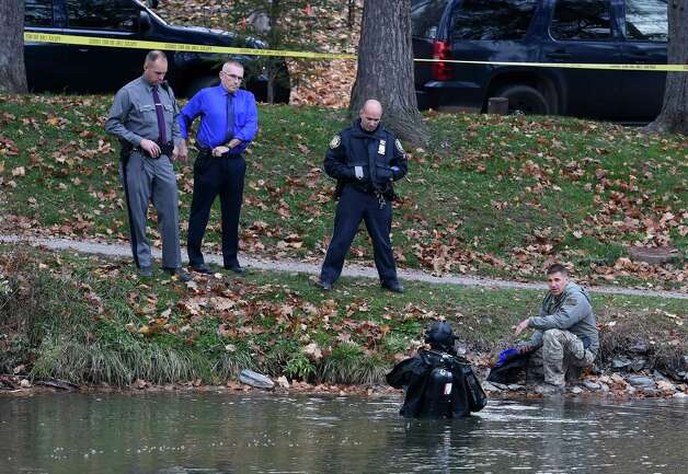 A New York State Police diver goes in to the depths of Washington Park Lake in search for evidence in the Colonie salon murder Tuesday afternoon Nov. 10,  2015 in Albany, N.Y.  (Skip Dickstein/Times Union) Photo: SKIP DICKSTEIN / 00034179A