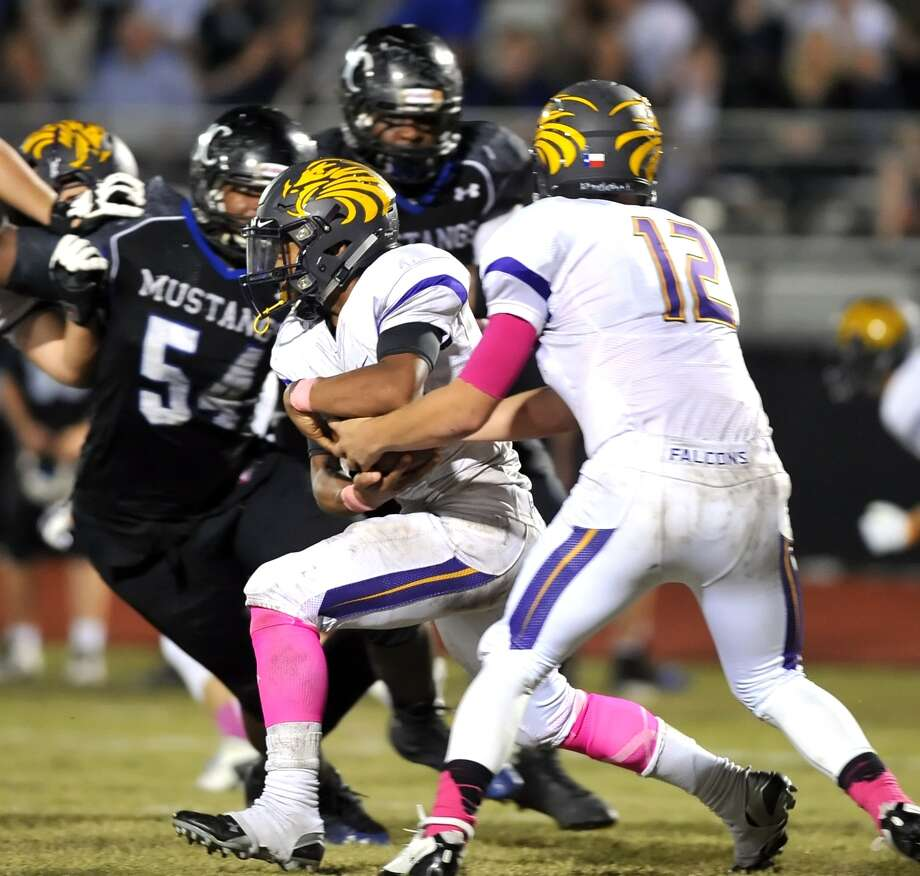 Houston Kinkaid traveled to Houston Christian High School for a football game, 10-09-2015.  Kinkaid won the contest, 21-14. Left, Kinkaid's Joshua Williams (4) took a handoff from quarterback Michael Goldak (12) and ran through the hole for a first down. Photo: Eddy Matchette, Freelance / Freelance