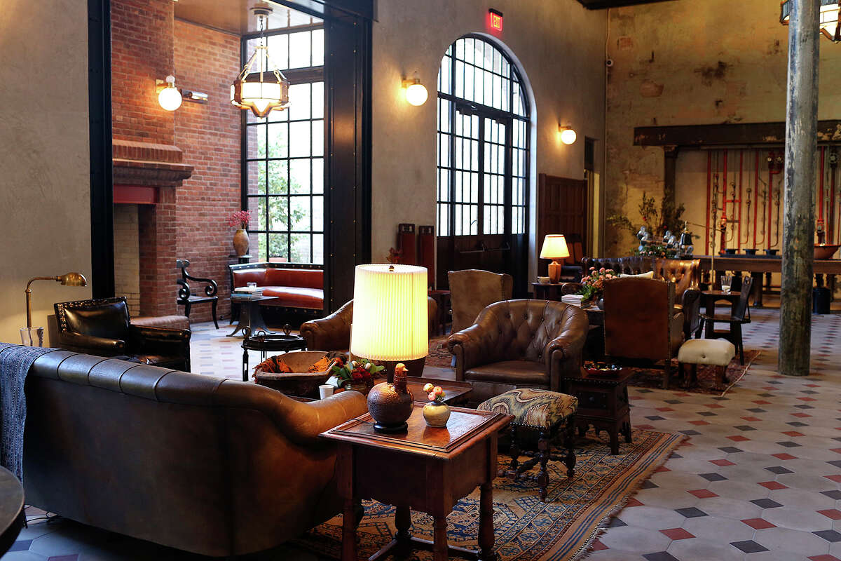 A view of the lobby of Hotel Emma.