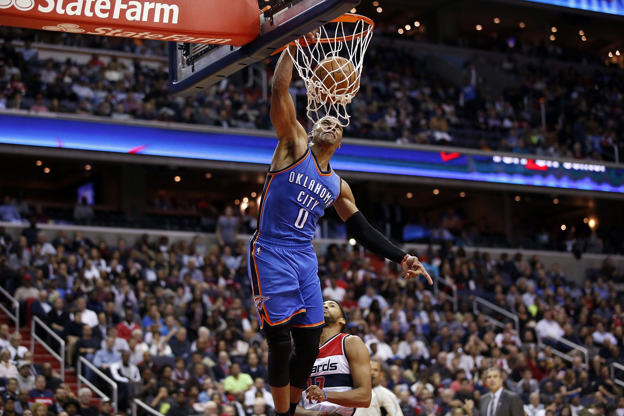 a0eb815298cb Kevin Durant strains hamstring in Thunder s win over Wizards