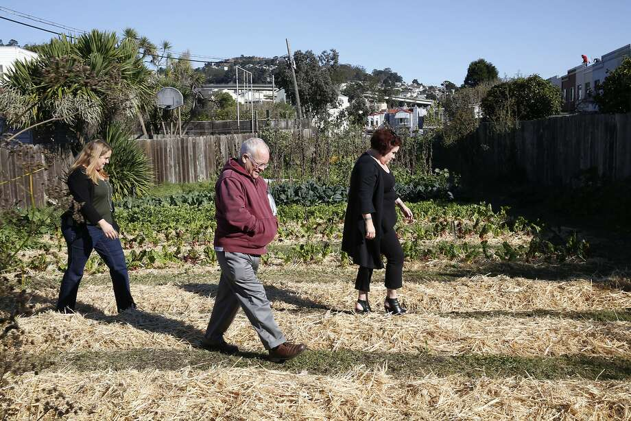 Neighbors Kerry Evensong (left), David Hooper and Nancy Huff visit the tiny piece of land cultivated by the Little City Gardens in San Francisco's Mission Terrace neighbor hood. The private Golden Bridges School owns the site and wants to build its campus there, spark ing a neigh bor hood controversy. Photo: Liz Hafalia, The Chronicle