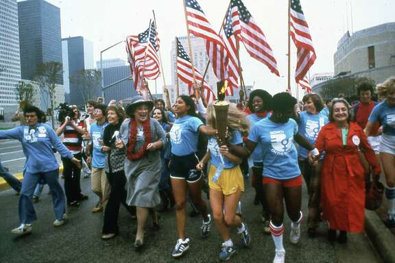 11/18/1977 - National Women's Conference - Leaders of the women's movement march in Houston - Billie Jean King, U.S. Rep. Bella Abzug and Betty Friedan