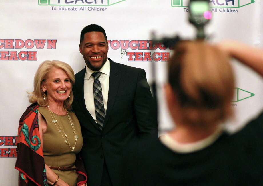 Touchdown for TEACH attendees have their photo taken with Michael Strahan at the River Oaks Country Club. Photo: Mark Mulligan, Houston Chronicle / © 2015 Houston Chronicle