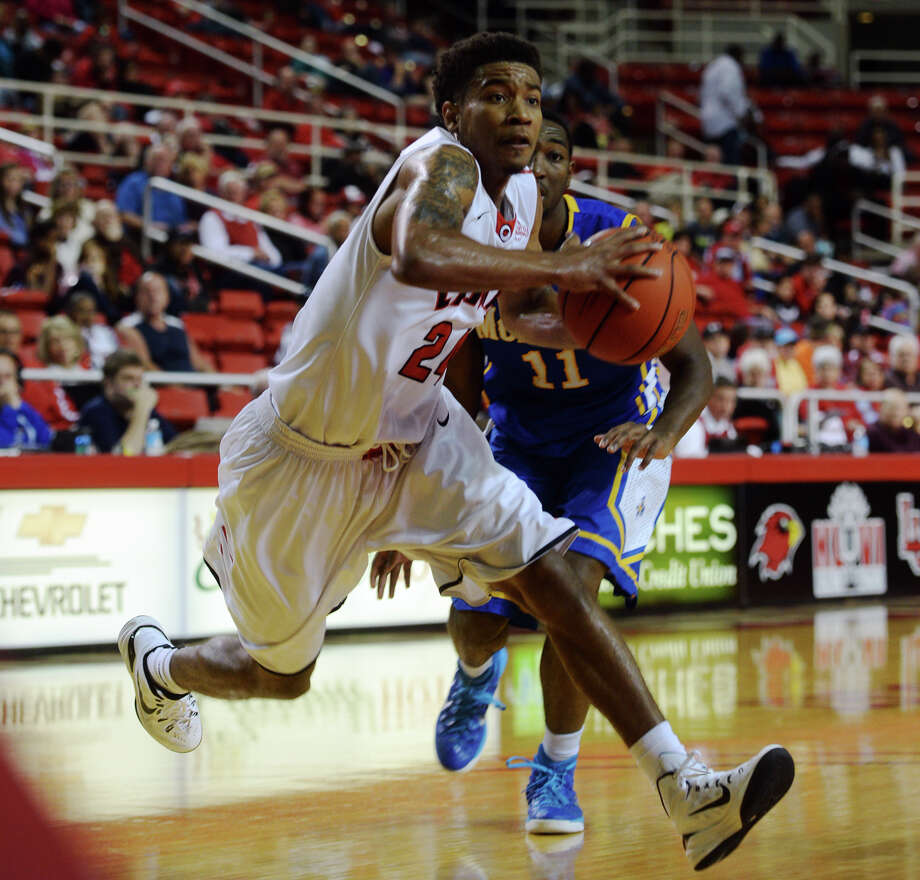 Lamar's Quan Jones, No. 24, moves in toward the basket during Saturday's game against McNeese. The Lamar Cardinals hosted the McNeese State Cowboys at the Montagne Center on Saturday night. Photo taken Saturday 2/21/15 Jake Daniels/The Enterprise Photo: Jake Daniels / ©2014 The Beaumont Enterprise/Jake Daniels