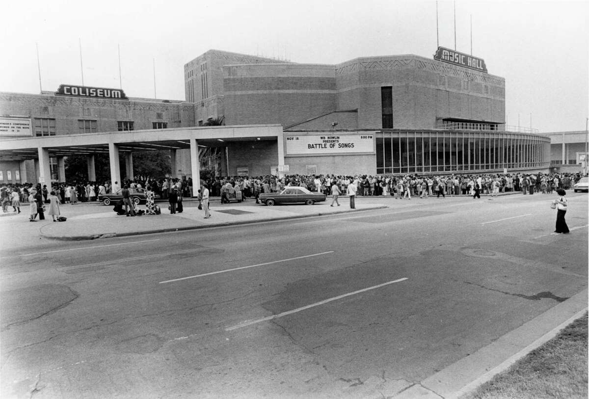 The crowd outside the Sam Houston Coliseum for the National Women's Conference in Houston.