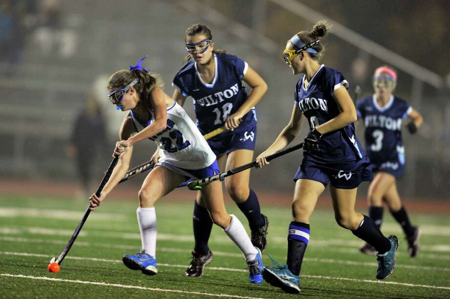 Darien freshman Katie Elders outpaces the Wilton defense during the FCIAC girls field hockey championships held at Brien McMahon High School in Norwalk on Thursday. Photo: Michael Cummo / Hearst Connecticut Media / Stamford Advocate