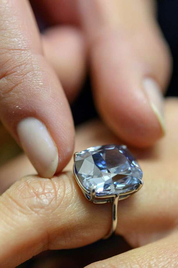 "The ""Blue Moon"" diamond weighs more than 12 carats.  Photo: Martial Trezzini, SUB / KEYSTONE"