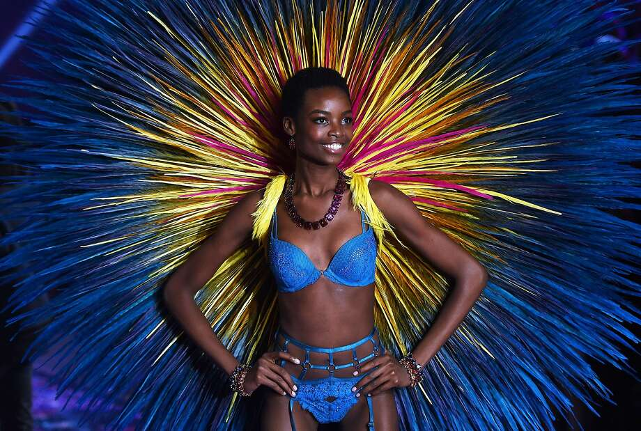 Model Maria Borges from Angola presents a creation during the 2015 Victoria's Secret Fashion Show in New York on November 10, 2015.  Photo: Jewel Samad, AFP / Getty Images