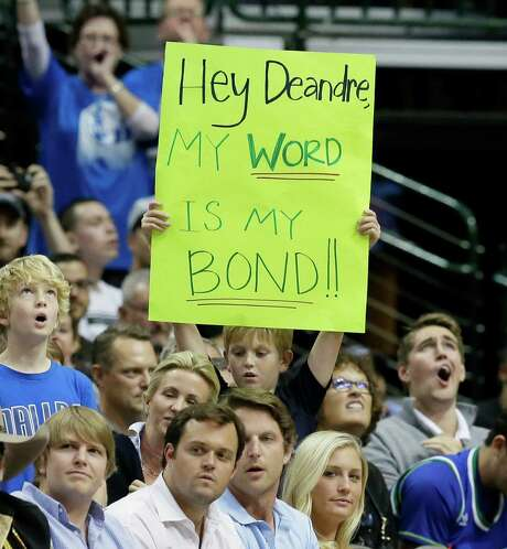 During Wednesday's Clippers-Mavs game in Dallas, a fan reminds L.A. center DeAndre Jordan of the offseason deal he reneged on. Photo: LM Otero, STF / AP
