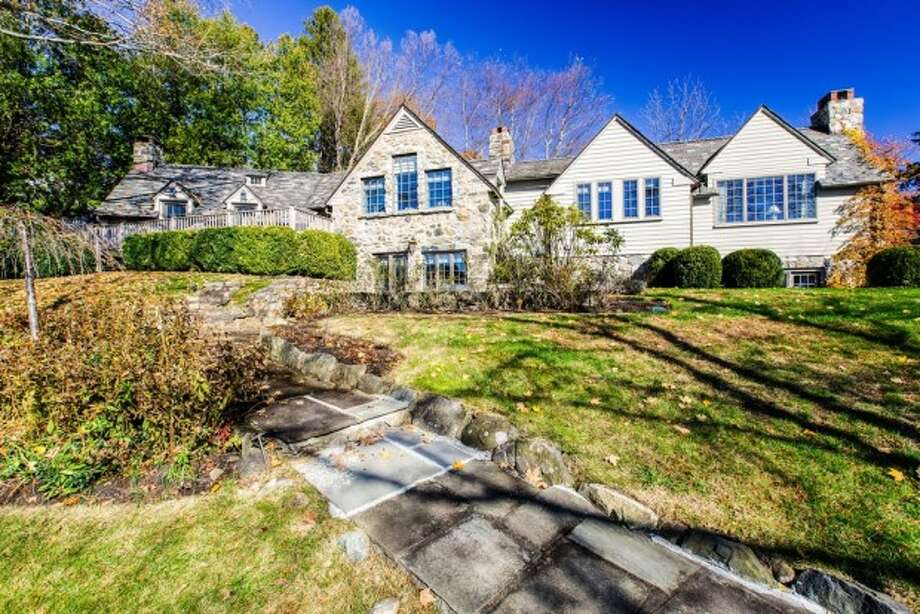 The South Salem, New York cottage that formerly belonged to Robert Durst, real estate heir and alleged killer, and his first wife before she mysteriously disappeared in 1982 is up for sale at $1.1 million. Photo: Courtesy/Zillow