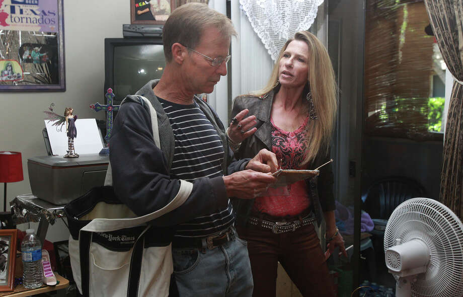 Joe Nick Patoski speaks with Dawn Sahm, daughter of music legend Doug Sahm. Photo: JOHN DAVENPORT, STAFF / ©San Antonio Express-News/John Davenport