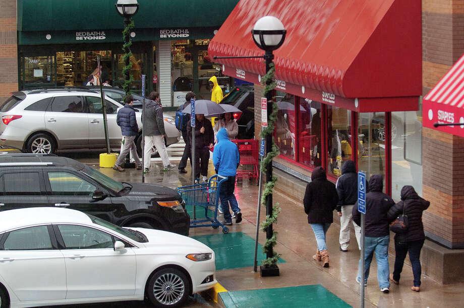Shoppers at Ridgeway Shopping Center in Stamford, Conn., in December 2014. Photo: Jason Rearick / Jason Rearick / Stamford Advocate