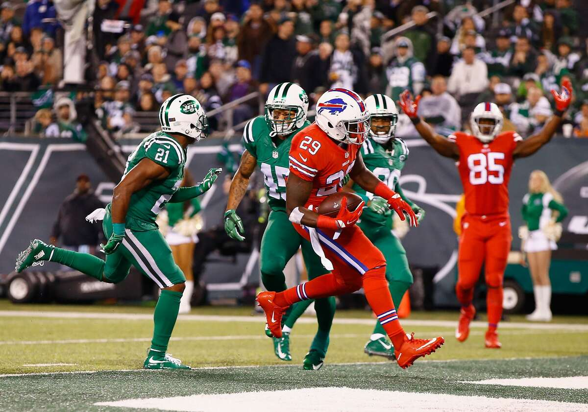 EAST RUTHERFORD, NJ - NOVEMBER 12: Karlos Williams #29 of the Buffalo Bills scores a touchdown in the third quarter against the Buffalo Bills during their game at MetLife Stadium on November 12, 2015 in East Rutherford, New Jersey. (Photo by Al Bello/Getty Images)