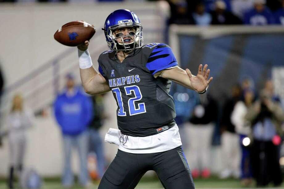 Memphis quarterback Paxton Lynch plays against Navy in the first half of an NCAA college football game Saturday, Nov. 7, 2015, in Memphis, Tenn. (AP Photo/Mark Humphrey) Photo: Mark Humphrey, STF / AP