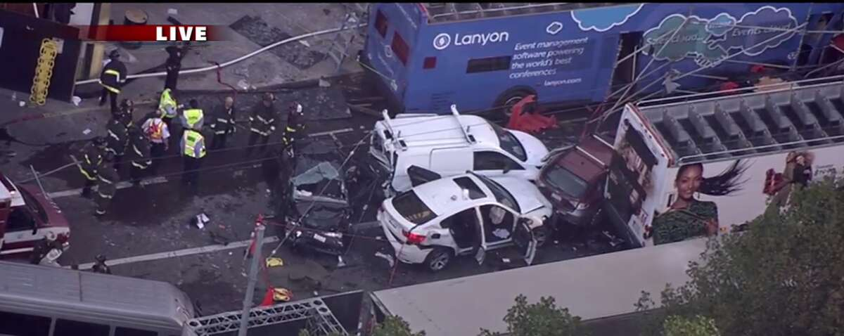 Tour bus crash near Union Square, November 13th, 2015 (KTVU)
