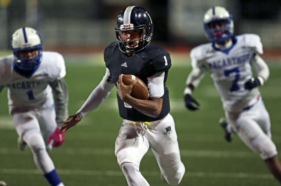 Knight quarterback Xavier Martin heads down the sideline for a long first half touchdown as Steele plays MacArthur at Lehnhoff  Stadium in 6A bidistrict action on November 13, 2015. Photo: TOM REEL, SAN ANTONIO EXPRESS-NEWS / 2015 SAN ANTONIO EXPRESS-NEWS