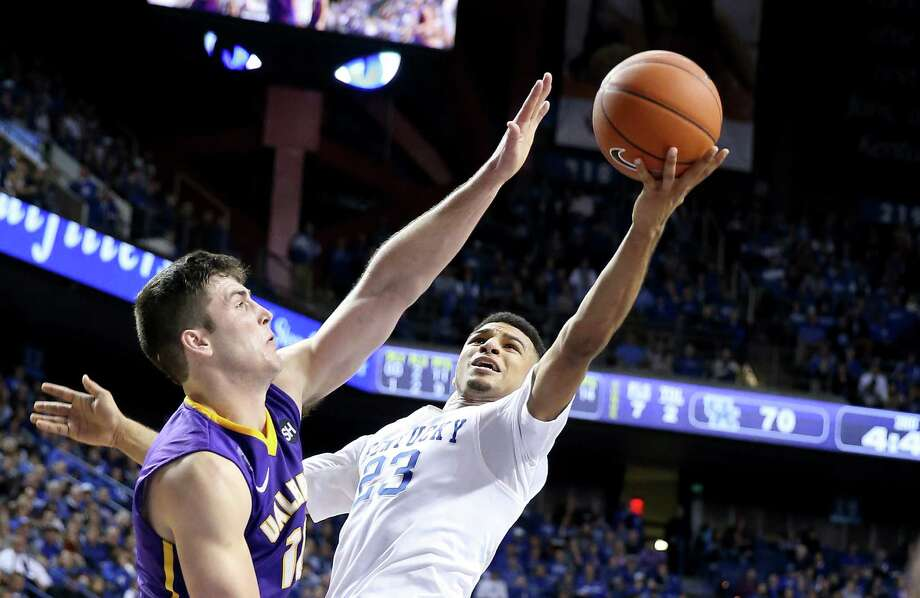 LEXINGTON, KY - NOVEMBER 13:  Jamal Murray #23 of the Kentucky Wildcats shoots the ball during the game against the Albany Great Danes at Rupp Arena on November 13, 2015 in Lexington, Kentucky.  (Photo by Andy Lyons/Getty Images) ORG XMIT: 585819017 Photo: Andy Lyons / 2015 Getty Images