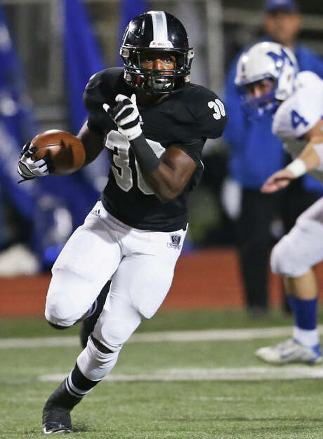 Knight running back Travell Lumpkin breaks free for yards as Steele plays MacArthur at Lehnhoff  Stadium in 6A bidistrict action on November 13, 2015. Photo: TOM REEL, STAFF / SAN ANTONIO EXPRESS-NEWS / 2015 SAN ANTONIO EXPRESS-NEWS