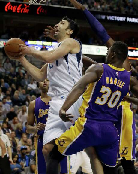 Mavericks center Zaza Pachulia, left, drives past Lakers forward Julius Randle on his way to 18 points Friday night. Pachulia added 16 rebounds. Photo: LM Otero, STF / AP