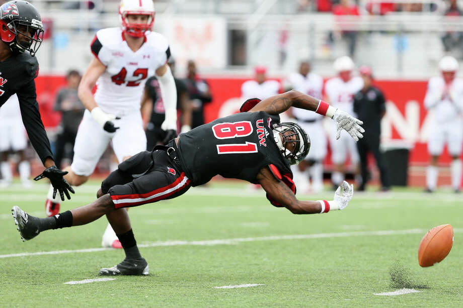 UIW's Kody Edwards reaches back for a pass during the first half of their Southland Conference game with Lamar at Benson Stadium on Nov. 14, 2015. Lamar beat UIW 28-21. Photo: Marvin Pfeiffer /San Antonio Express-News / Express-News 2015