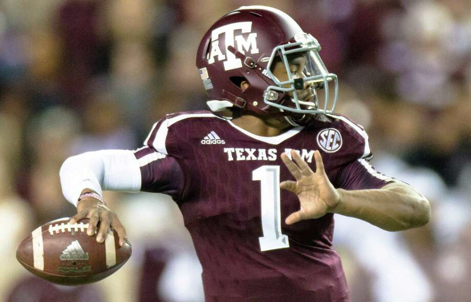 Texas A&Ms Kyler Murray looks downfield to make a throw during the first half against Western Carolina on Nov. 14, 2015, in College Station. Photo: Juan DeLeon /Associated Press / FR171058 AP