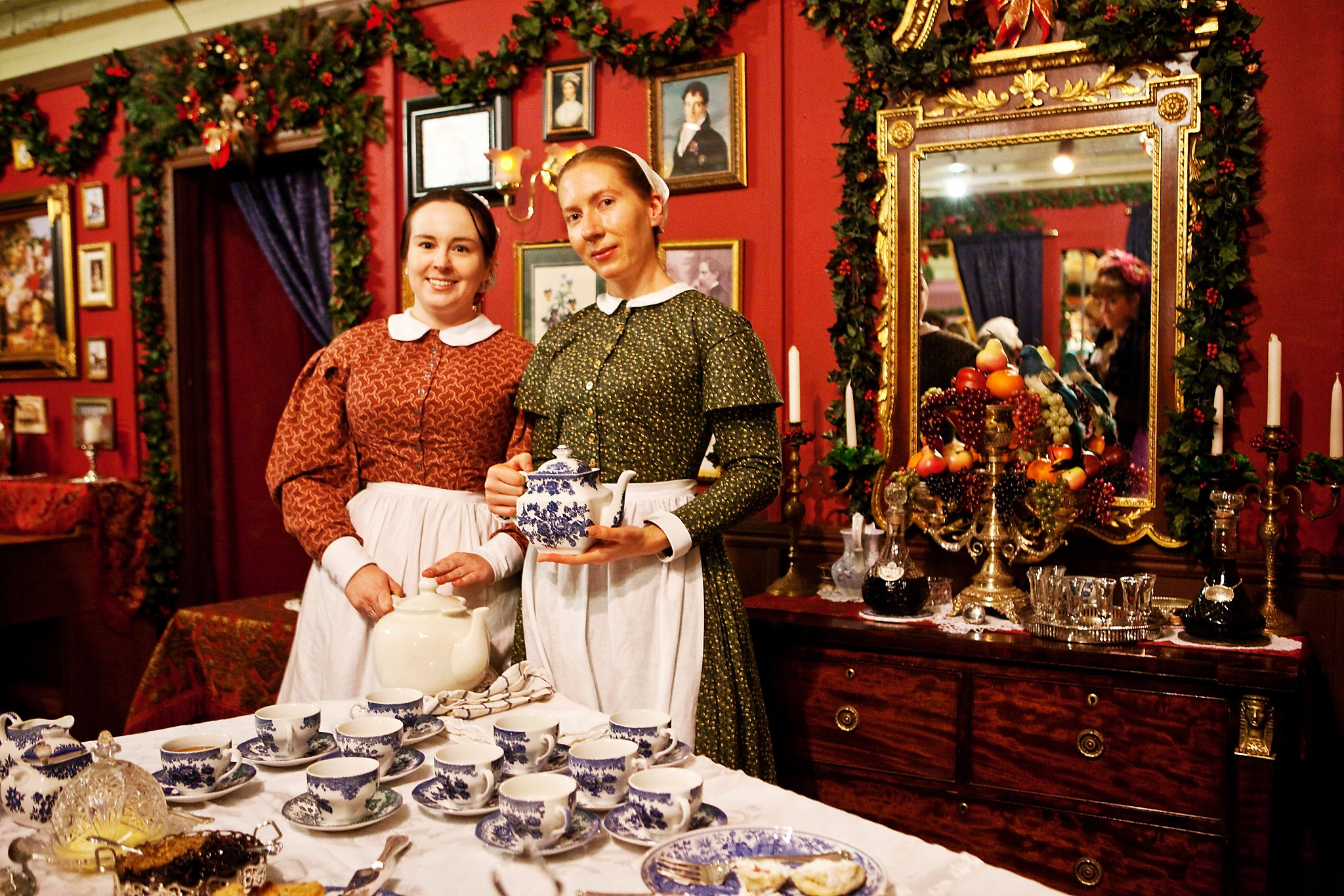 how does dickens recreate the christmas