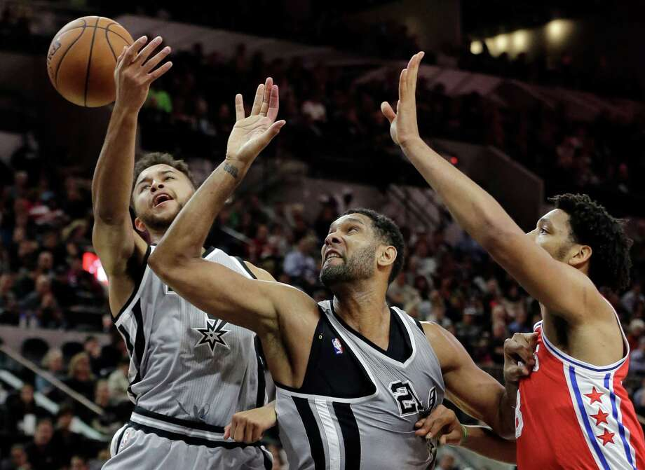 San Antonio Spurs' Kyle Anderson, left, and Tim Duncan, center, block out Philadelphia 76ers' Jahlil Okafor, right,  for a rebound during the first half of an NBA basketball game, Saturday, Nov. 14, 2015, in San Antonio. (AP Photo/Eric Gay) Photo: Eric Gay, STF / Associated Press / AP